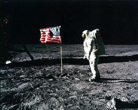 Η μεγαλύτερη επικοινωνιακή απάτη του προηγούμενου αιώνα η προσελήνωση στο φεγγάρι;