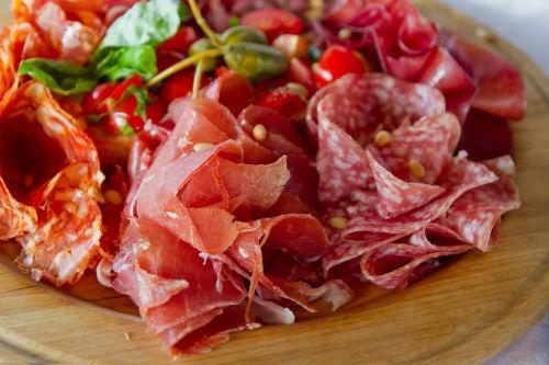 Είδηση ΣΟΚ! Το επεξεργασμένο κρέας ευθύνεται για τον καρκίνο του εντέρου!