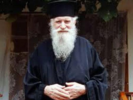Ο πατέρας Καλαίδης επιβεβαιώνεται: Να το θυμάστε καλά και βάλτε το στο μυαλό σας – Τους Τούρκους μην… (Βίντεο)