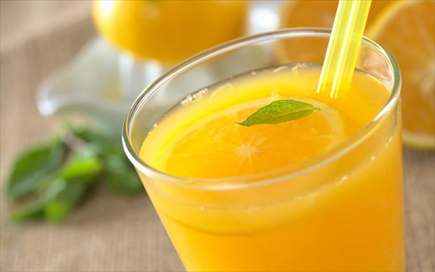 Ο χυμός πορτοκάλι διώχνει τις υπνηλίες και προκαλεί πνευματική εγρήγορση