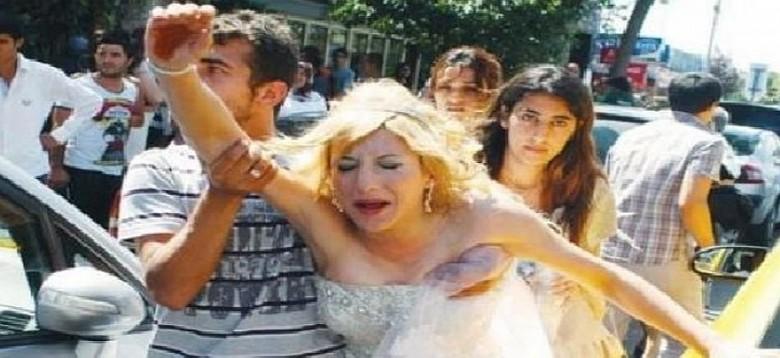 Γαμπρός πλάκωσε την νύφη στο ξύλο την ώρα του γάμου