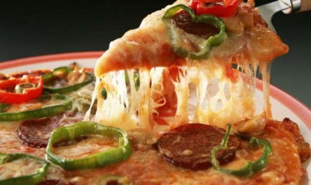 Αυτό παθαίνεις σε κάθε κομμάτι πίτσας που τρώς!