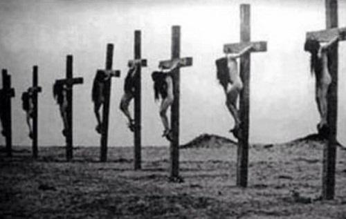 Σταυρωμένες γυναίκες από τους τούρκους το 1915