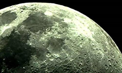 Κατέγραψε με την κάμερα του UFO στο φεγγάρι