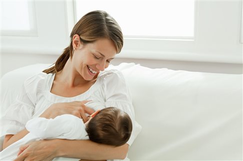 Πόσες Ελληνίδες θηλαζουν τα παιδιά τους και τί εμποδίζει τον μητρικό θηλασμό;
