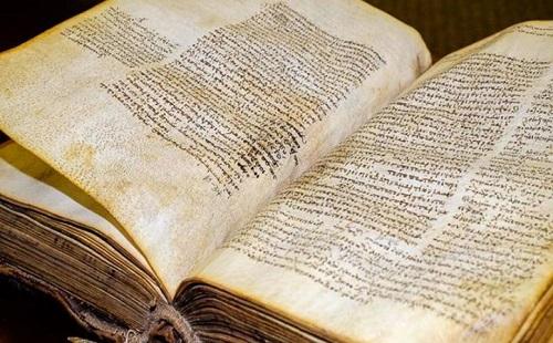Επέστρεψε το παλαιότερο χειρόγραφο της Kαινής Διαθήκης στην Παναγία Εικοσιφοίνισσα