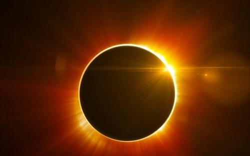 Δύο εκατομμύρια ζεύγη γυαλιών για τη σπάνια ολική ηλιακή έκλειψη του Αυγούστου