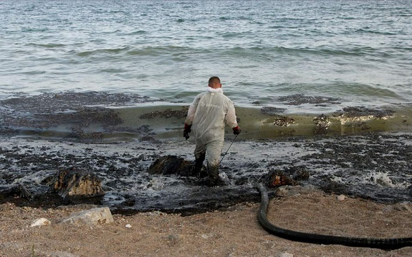 Δήμαρχος Σαλαμίνας: Κίνδυνος επέκτασης της ρύπανσης σε όλο τον Σαρωνικό