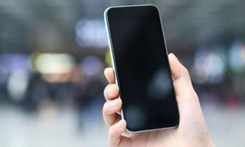 Επανεξετάζει η κυβέρνηση τον φόρο 2% για τα κινητά