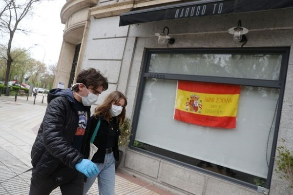 Κοροναϊός : Πάνω από 18.000 νεκροί στην Ισπανία – 567 νέοι θάνατοι σε 24 ώρες