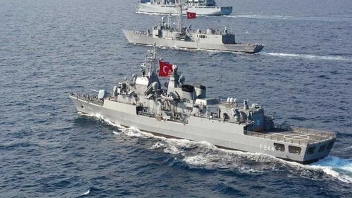 Έντονη κινητικότητα στο Αιγαίο – 15 τουρκικά πολεμικά πλοία βγήκαν από τον ναύσταθμο του Ακσάζ