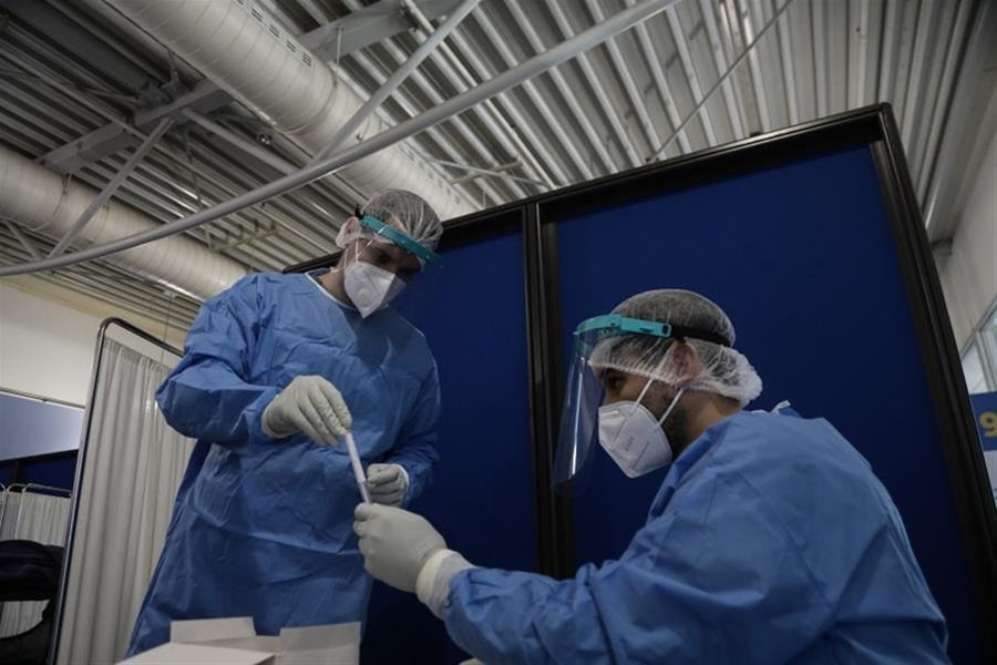 Στο στόχαστρο της κυβέρνησης οι διστακτικοί στον εμβολιασμο