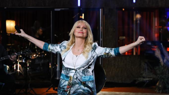 Οργώνει το νέο τραγούδι ΕΞΑΨΗ της Θεοδωρίδου με εκατομμύρια προβολές