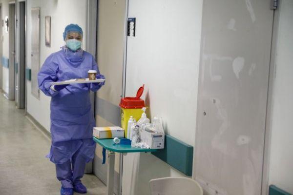 Φουλ τα νοσοκομεία στην Αττική