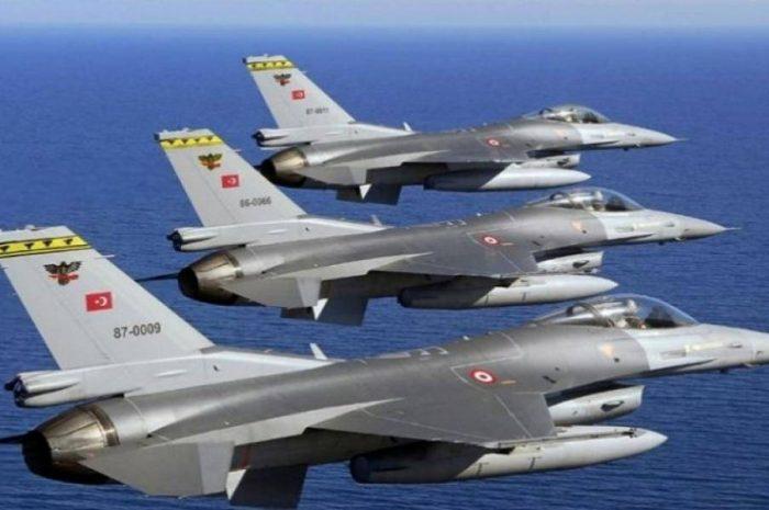 Τριάντα τουρκικά κατασκοπευτικά παραβίασαν τον εναέριο χώρο του Αιγαίου
