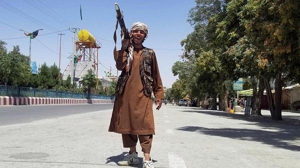 Φεύγουν με ότι βρούν οι πρεσβείες απο το Αφγανιστάν