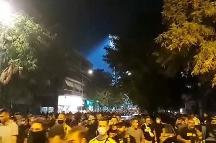 Χιλιάδες οπαδοί του Αρη κατακλύζουν τους δρόμους της Θεσσαλονίκης τωρα